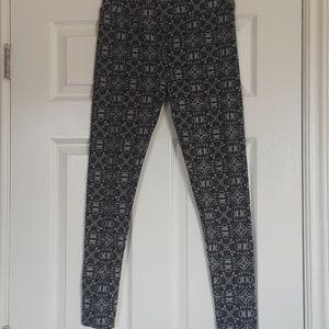 Super Soft LuLaRoe Grey Pattern Leggings